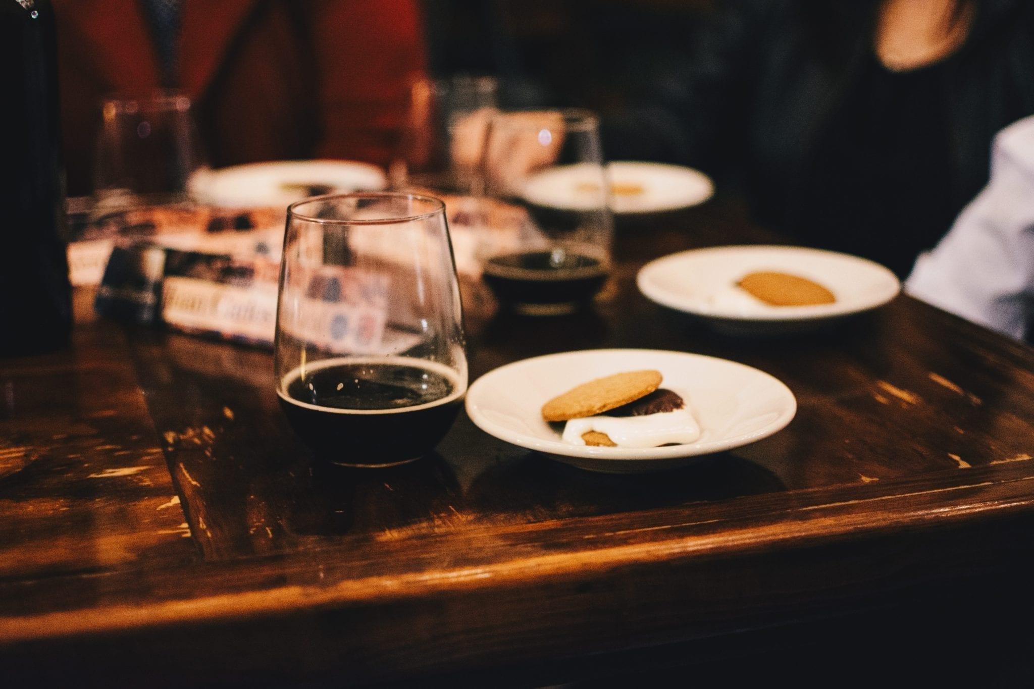 Gjør oppfølging etter en workshop med mat og drikke på en restaurant som denne.
