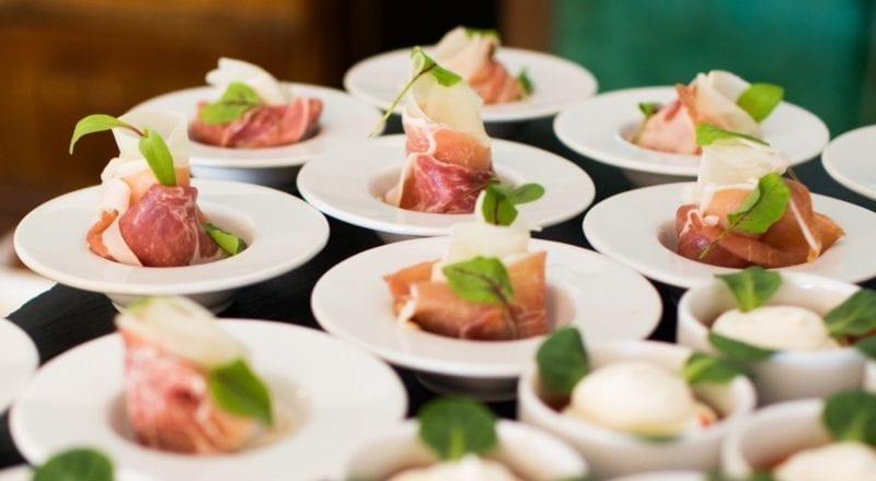 Slik velger du en caterer for ditt event