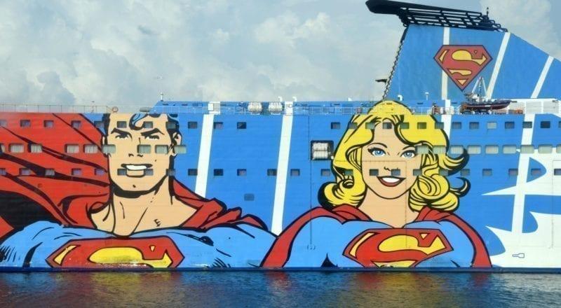 En tegneserie annonse på siden av et cruiseskip