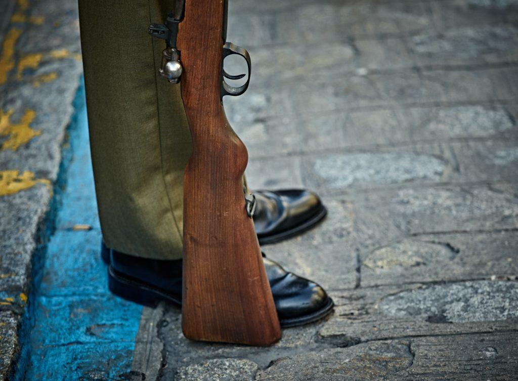 Ideer til farsdagsevents: Inviter fedre og barna deres ut for å skyte leirduer.