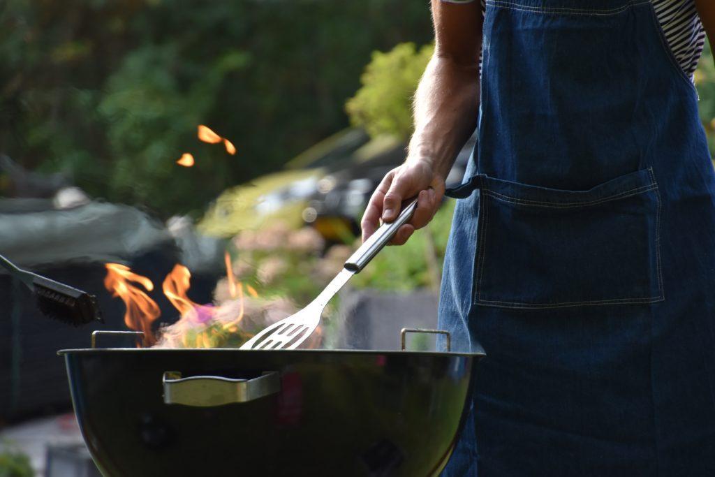 Ideer til farsdagsevents: Organiser en grilling for hele nabolaget.