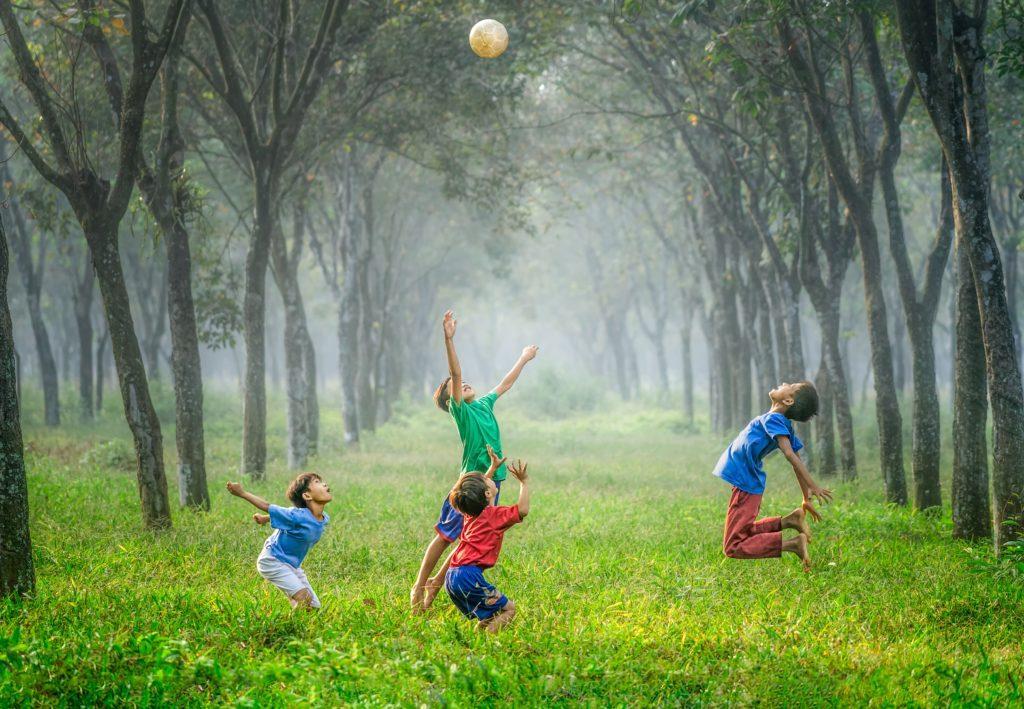 Arranger en sportskonkurranse for å forbrenne all energien.