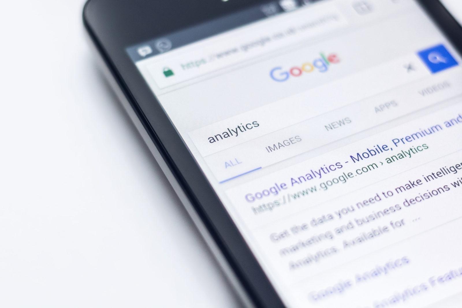 undersøk hvordan du bygger en e-postliste ved hjelp av analyser