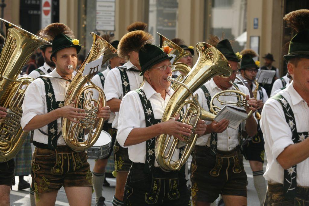Ideer til Oktoberfest-events: Ingen får festen i gang som disse gutta.