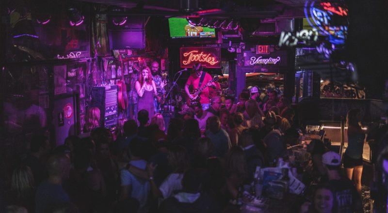 Ideer for pub-events inkluderer live musikk